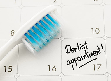 Reminder Dentist appointment in calendar.